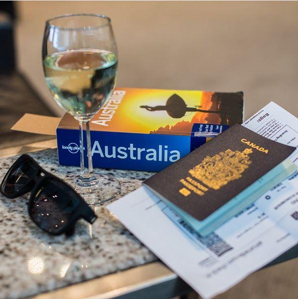 Lonely Planet, Weinglas, Reisepass, Aperture Adventure