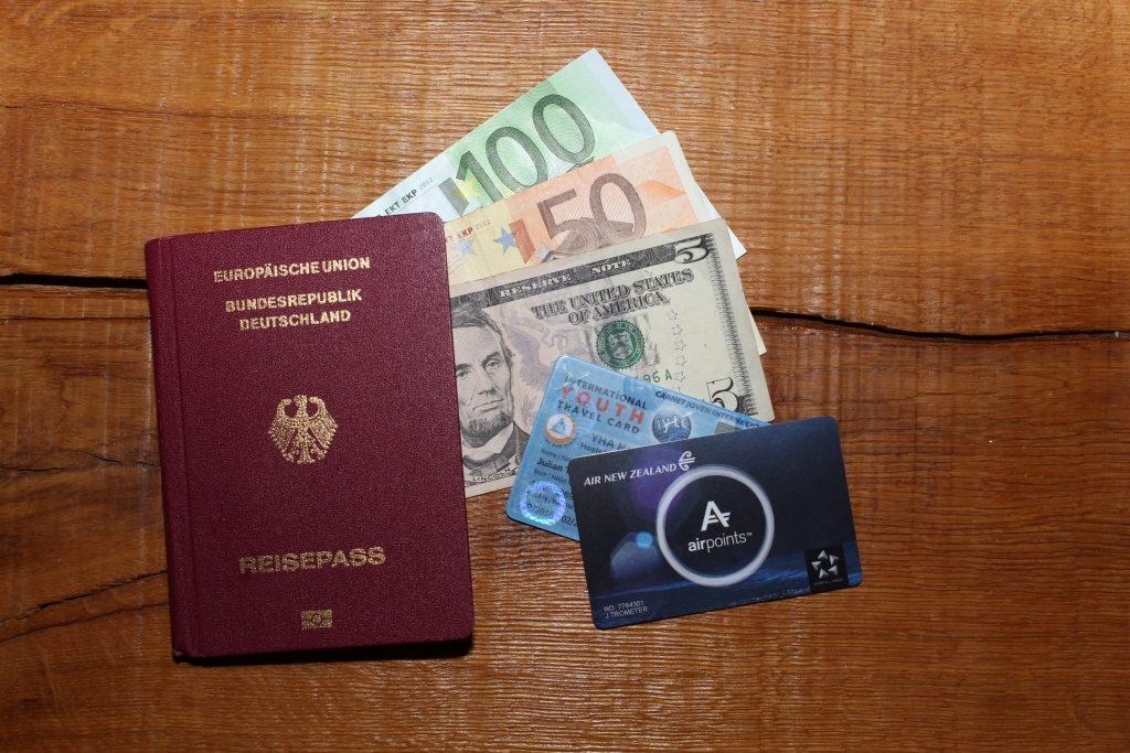 Reisepass mit Geld für das China Visum